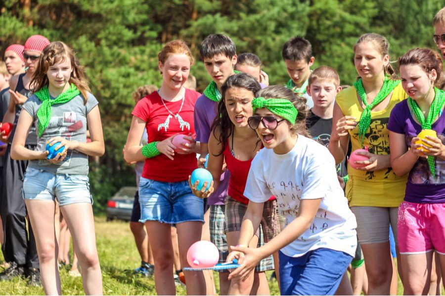 kids and young adults playing outdoor olympic games