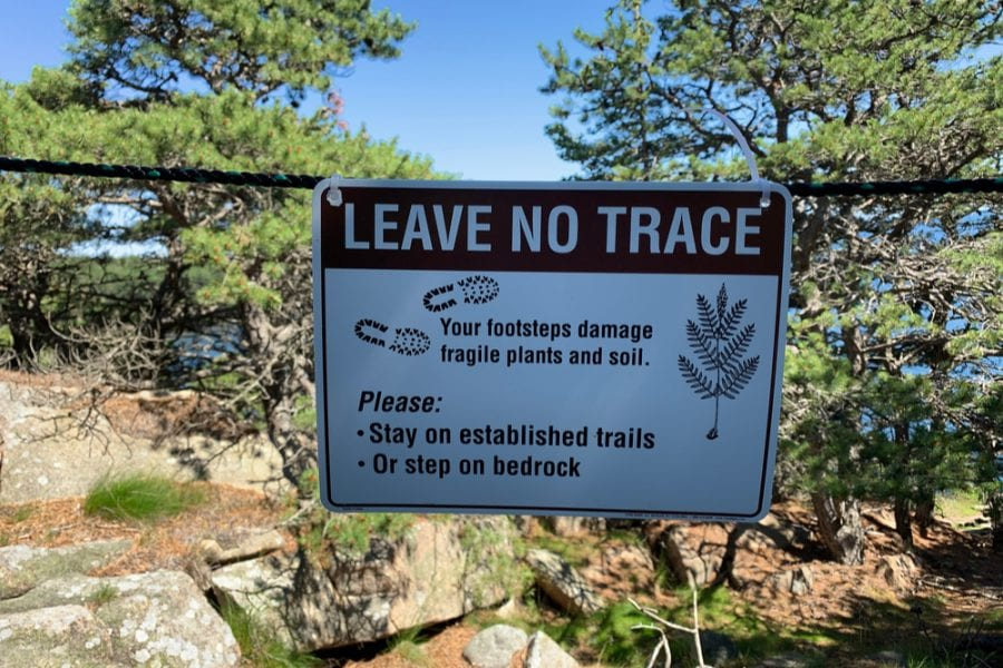 leave no trace sign warning hikers